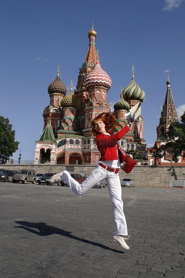 克里姆林宫莫斯科妇女年轻人 免版税图库摄影