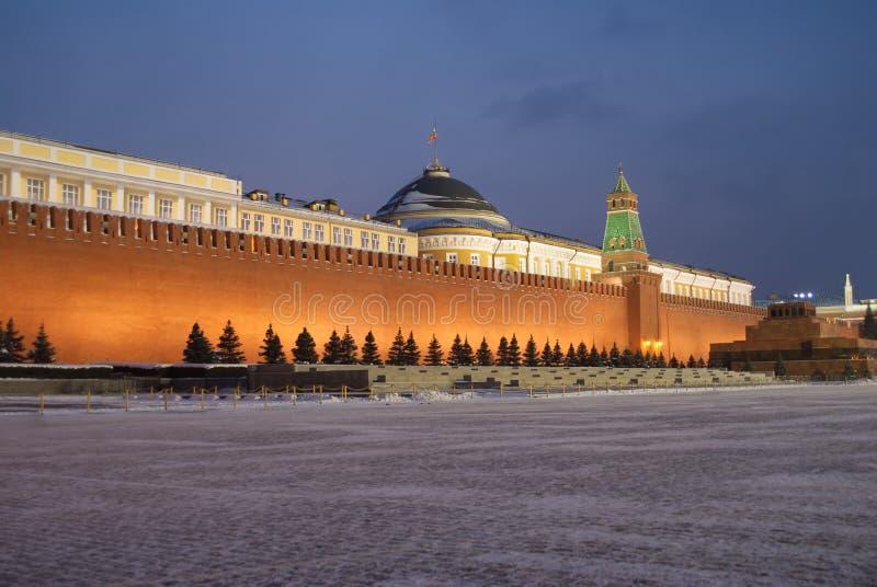 克里姆林宫莫斯科晚上红场墙壁冬天 库存图片