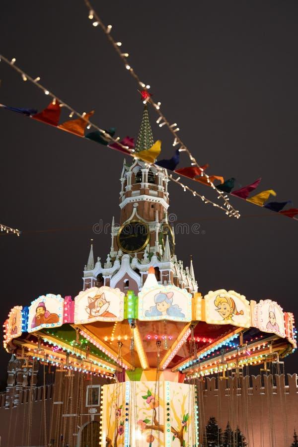 克里姆林宫Spasskaya塔有圣诞装饰的在红场在莫斯科,俄罗斯 库存图片