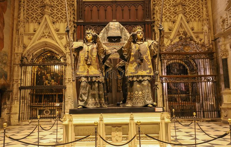 克里斯托弗・哥伦布的坟茔的一座美丽的纪念碑,由西班牙的四位国王举行在高处:Castille,阿拉贡,Navara 免版税图库摄影