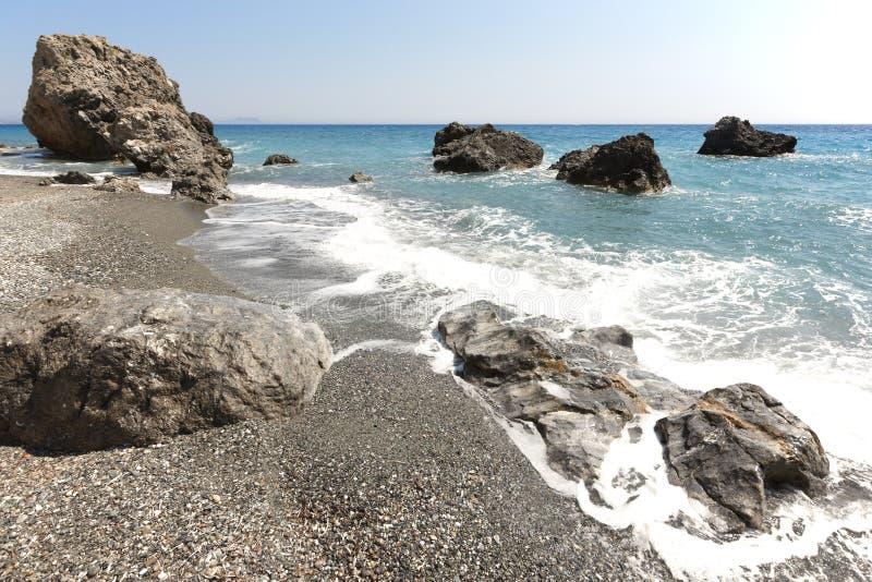 克里特岛人Pebble海滩 钓鱼地中海净海运金枪鱼的偏差 希腊 免版税库存图片