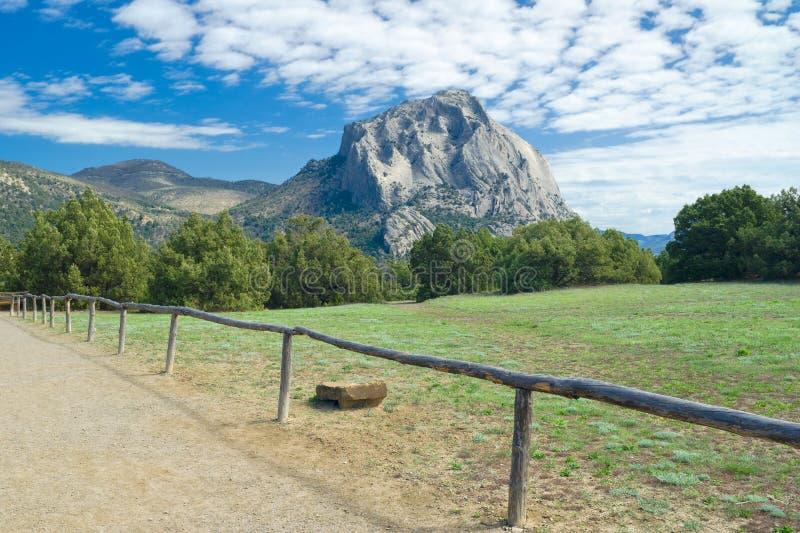 克里米亚半岛横向山sokol视图 免版税库存照片