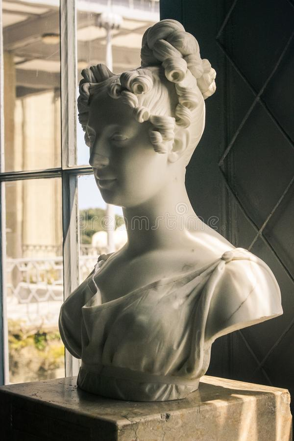 克里米亚沃龙佐夫宫殿内部大理石妇女雕塑 免版税图库摄影