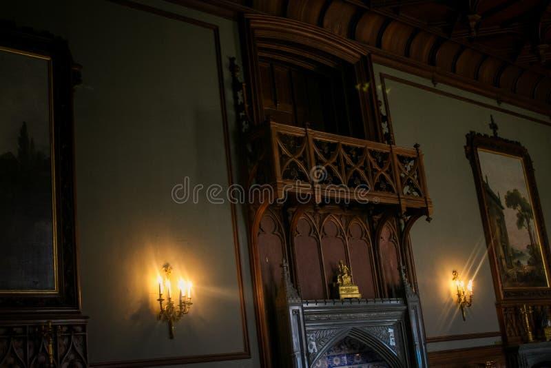 克里米亚沃龙佐夫宫殿内部暗室蜡烛 免版税图库摄影