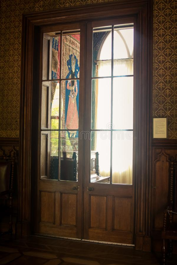 克里米亚沃龙佐夫宫殿室内部通过门 图库摄影