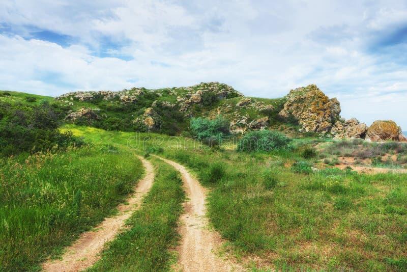 克里米亚,刻赤 自然保护-土路 远足风景公园 库存照片