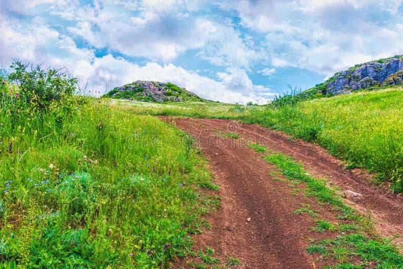 克里米亚,刻赤 自然保护-土路 远足风景公园 库存图片