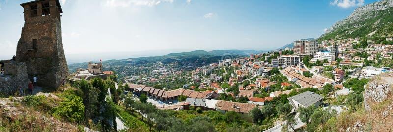 """克鲁亚一个镇和一个自治市在北部中心的阿尔巴尼亚 找出在登上Krujà """"并且Ishà """"m之间河 免版税库存照片"""