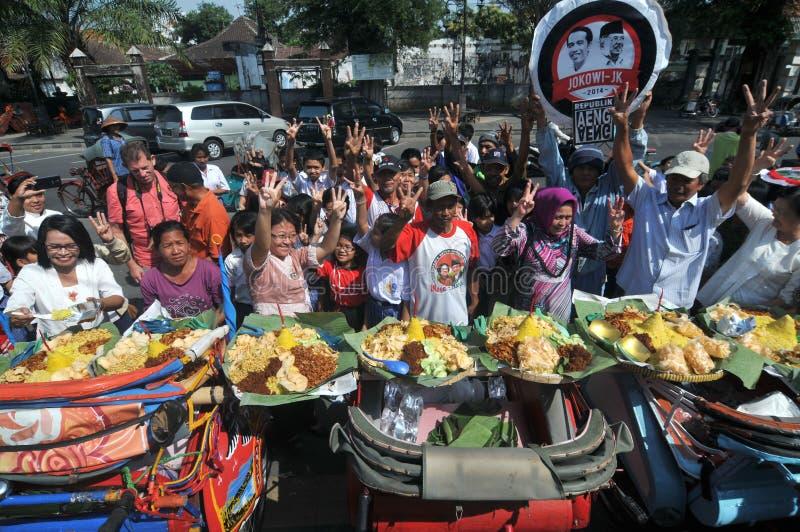 免费食物的发行对可怜的人民的 免版税图库摄影