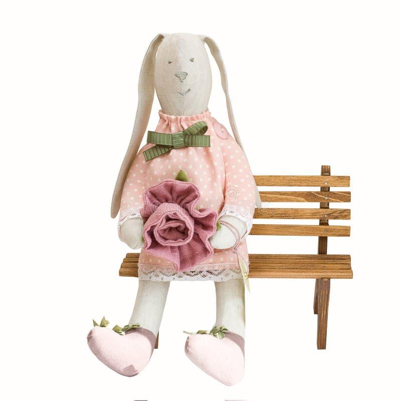 兔宝宝复活节愉快的兔子玩具 图库摄影