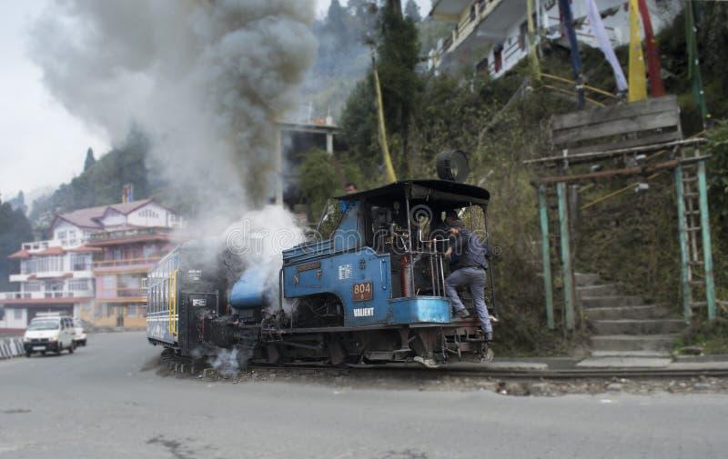 兜风乘从darjeeling的柴油火车到Ghoom驻地 免版税库存照片