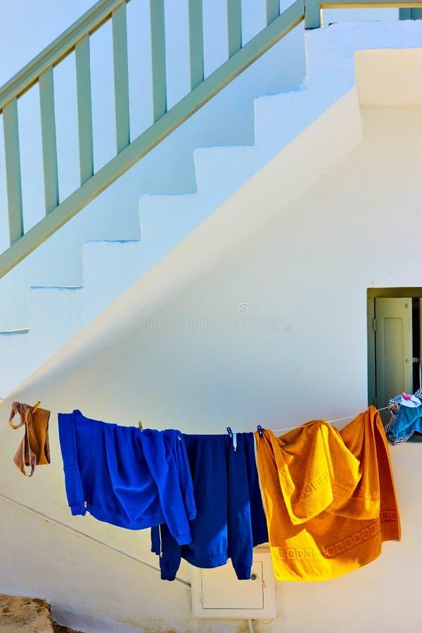 兜风衣裳在米科诺斯岛 免版税库存照片