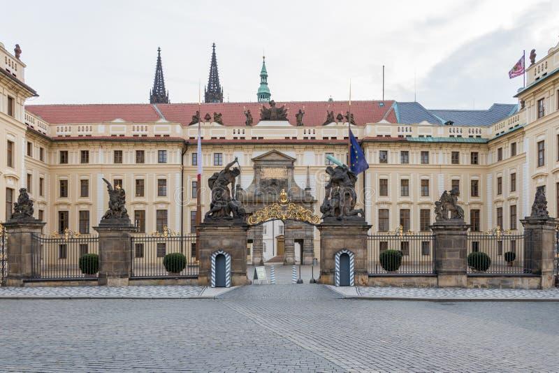 入口向布拉格城堡 免版税库存图片