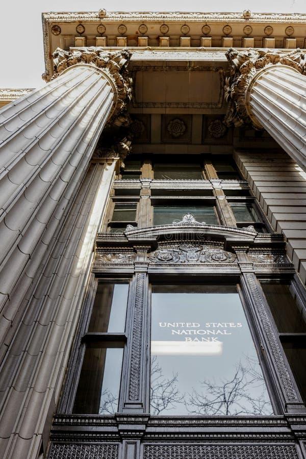 入口在美国国家银行中在街市波特兰,俄勒冈 免版税库存照片