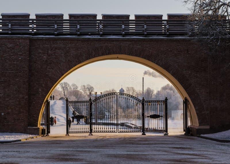 入口门向诺夫哥罗德克里姆林宫 免版税库存图片