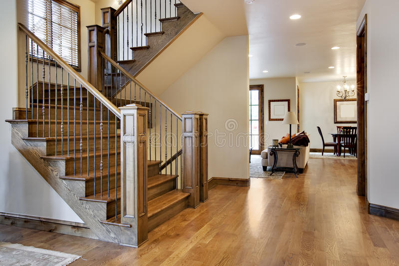入口难倒了大厅家庭木头 免版税库存图片