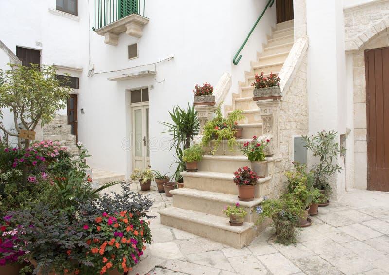 入的楼梯在家在洛科罗通多,南意大利 库存图片
