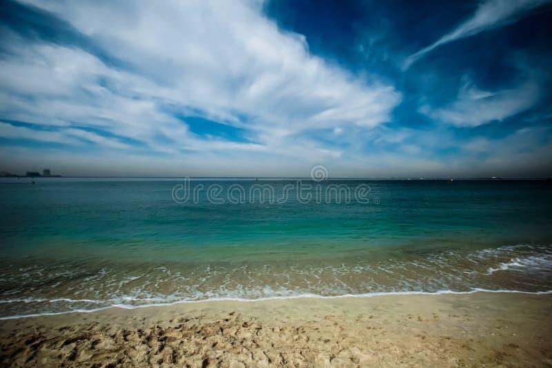 全世界迪拜的蓝色海ocen凉水 免版税库存照片