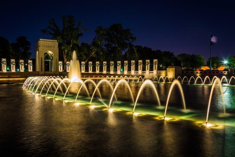 全国二战纪念喷泉在nat的晚上 免版税库存图片
