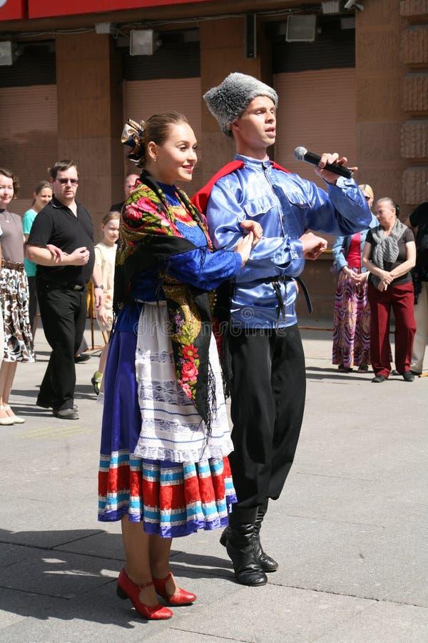 全国俄国哥萨克合奏Sudarushka的音乐家和舞蹈家的表现 免版税库存照片