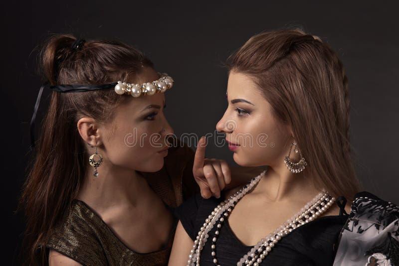 全国印地安服装的两名妇女 免版税库存照片