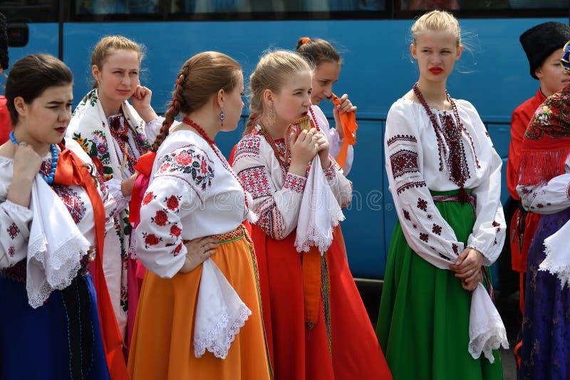 全国服装的俄国女孩 r ?? 库存图片