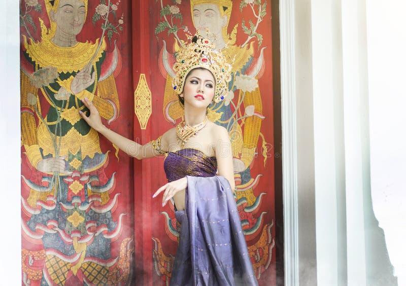 全国服装的泰国妇女 免版税库存照片