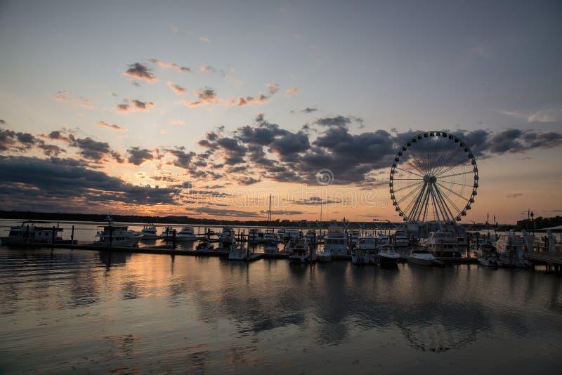全国港口的江边日落的 免版税库存图片