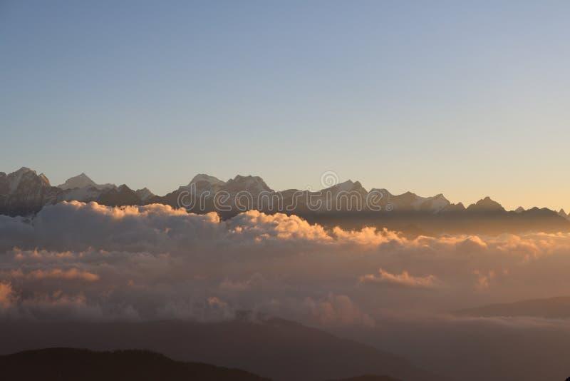 全景从山飞行的喜马拉雅山山 图库摄影
