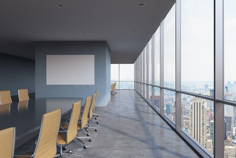 全景会议室在现代办公室在纽约 布朗椅子和一张黑桌 免版税库存图片