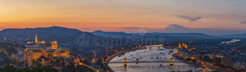 全景向从Citadella小山的布达佩斯 库存照片