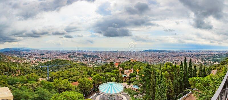 全景向从Tibidabo山的巴塞罗那 免版税库存图片