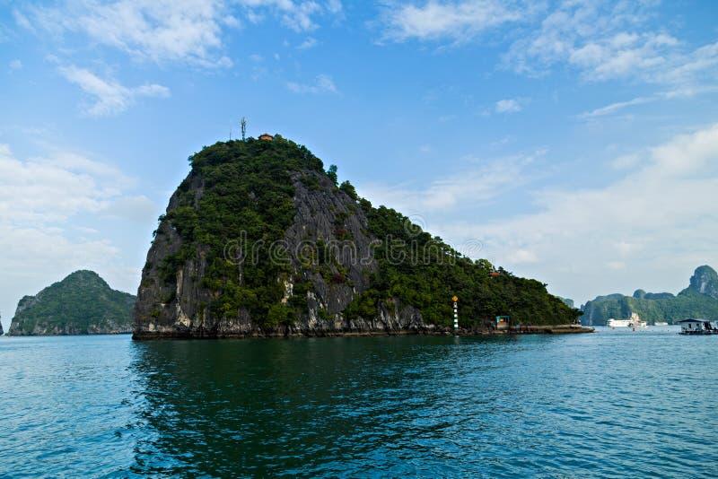 全景哈隆海湾海岛 岩石海岛南海越南 站点亚洲 免版税库存图片