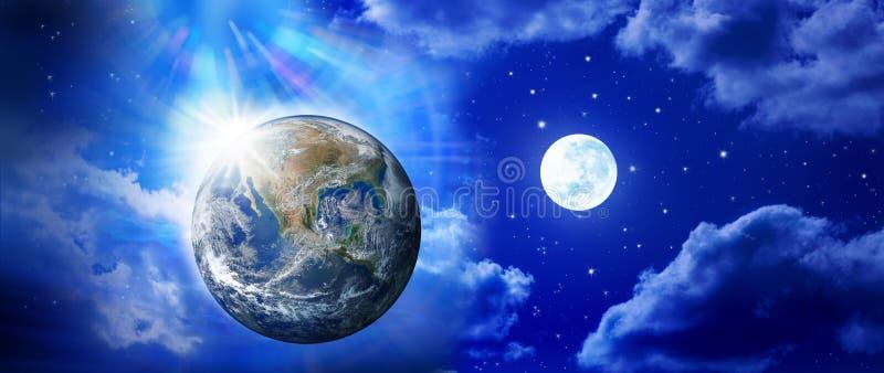 全景地球月亮天空 免版税库存图片