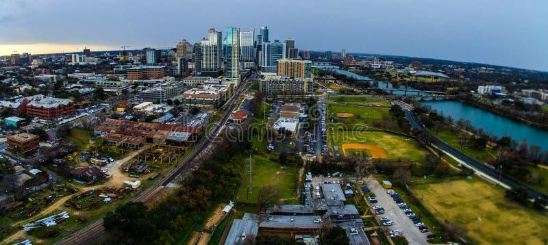 全景奥斯汀得克萨斯地平线视图都市工业严重围场 图库摄影
