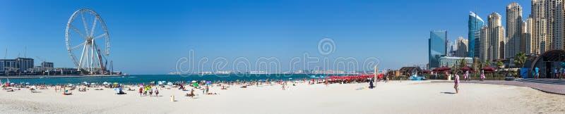 全景新的公开海滩- Jumeirah与a的海滩住所JBR 库存照片