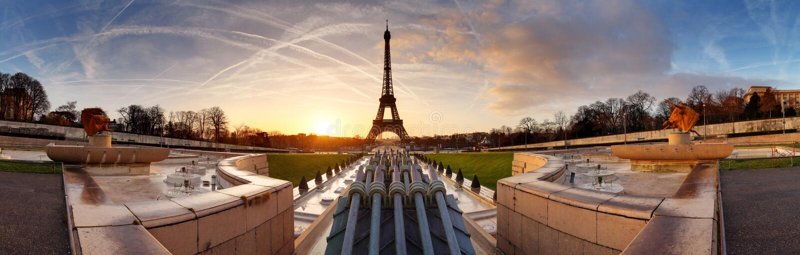 巴黎全景日出的与埃佛尔铁塔 库存照片