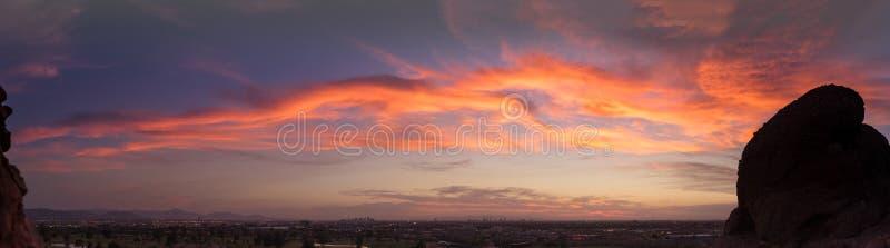 全景日落晚上菲尼斯,亚利桑那 库存照片