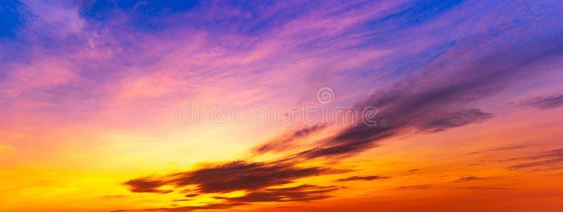 全景暮色天空异乎寻常的背景 免版税库存照片