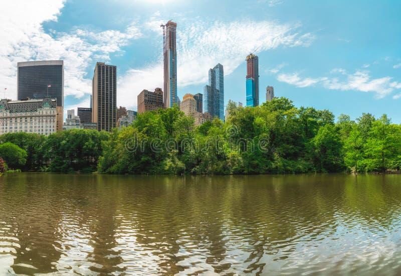 全景曼哈顿从纽约的市中央公园的地平线视图 库存照片