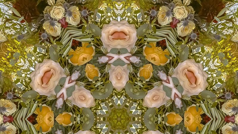 全景框架桃红色和黄色花被做成背景的一个圆设计 库存图片