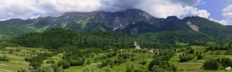全景绿色山谷在斯洛文尼亚乡下 库存图片