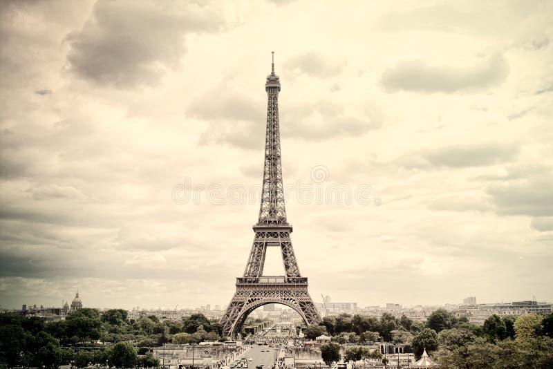 全景艾菲尔铁塔在巴黎 法国 葡萄酒视图 库存图片