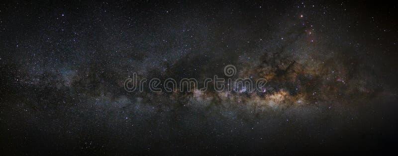 全景银河星系,长的曝光照片,与五谷, h 免版税库存图片