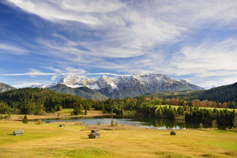 全景风景在有山和湖的巴伐利亚 图库摄影