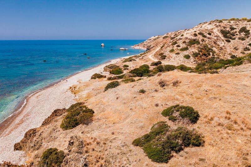 全景风景Petra tou Romiou (岩石希腊语),Aphrodite& 39;s传奇出生地在帕福斯,塞浦路斯海岛, 图库摄影