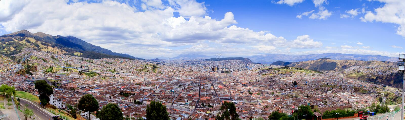 全景,有历史的街市基多,厄瓜多尔 库存照片