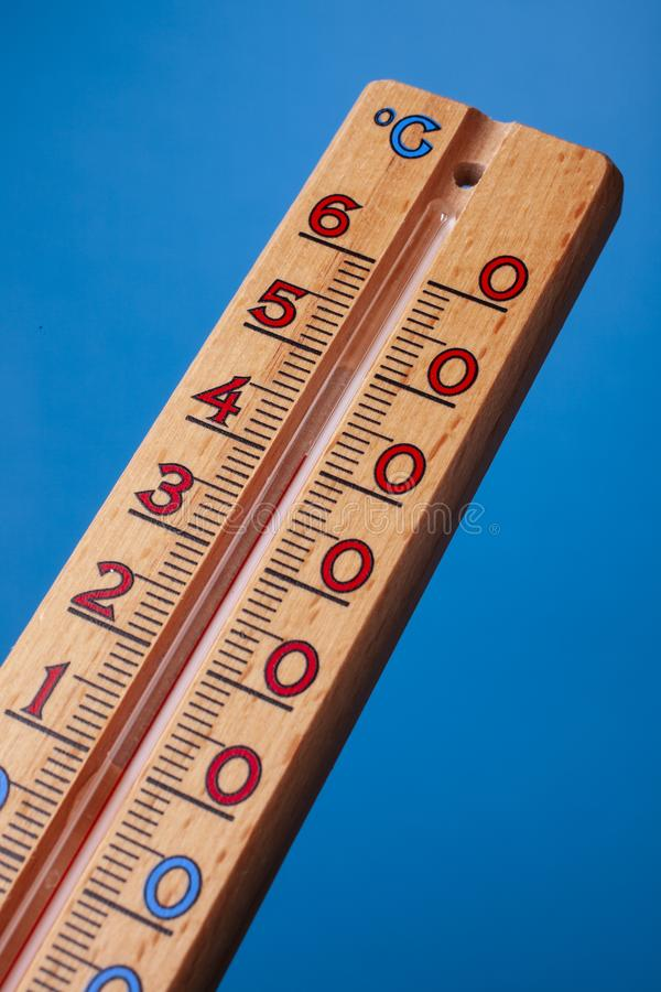 全球性变暖-温度计紧密  库存照片