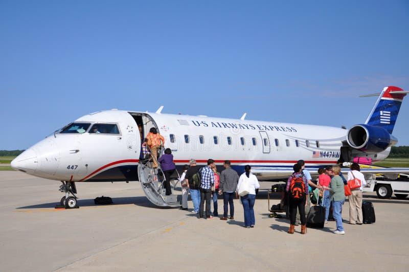 全美航空CRJ 200在机场 免版税库存照片
