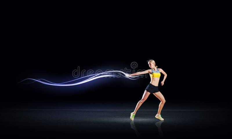 Download 全速 库存图片. 图片 包括有 距离, 健身, 黑暗, 健康, 活动家, 蓝蓝, 运行, 强度, 影子, 赛跑者 - 59106059